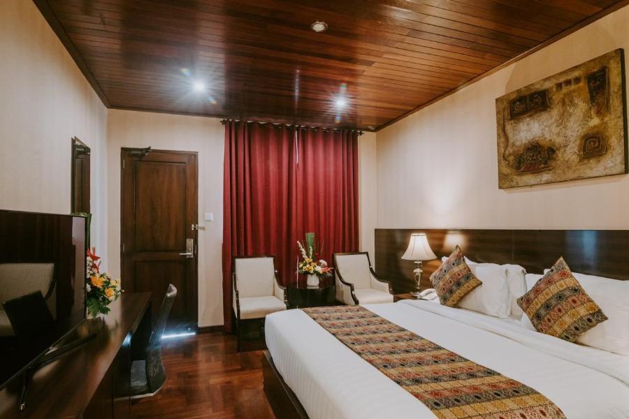 Arthur-suites-deluxe-room-seminyak-hotel-1